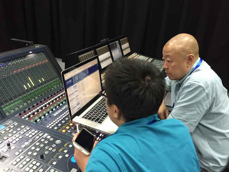 Jünger Voice Leveler and Voice Audio-Processor at The Voice Of China (Mr. Lou Wei  with Sound Engineer)